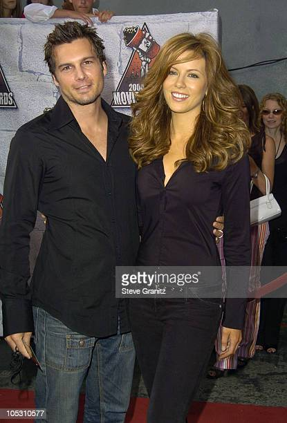 Len Wiseman and Kate Beckinsale during MTV Movie Awards 2004 Arrivals at Sony Pictures Studios in Culver City California United States