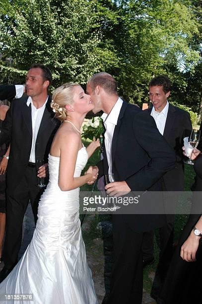 Lena Borowski Andreas Reinke Frank Baumann standesamtliche Hochzeit Gut Sandbeck OsterholzScharmbeck Deutschland ProdNr 999/2006 Standesamt...
