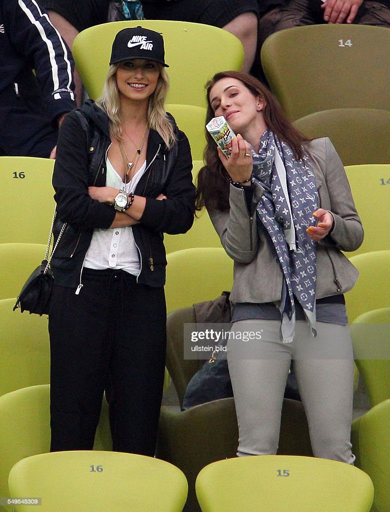 Lena Gercke Lisa Auf Der Tribuene Tribune Sport Fussball
