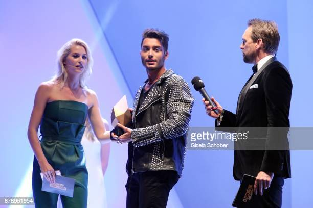Lena Gercke winner Toni Mahfud and Steven Gaetjen during the ABOUT YOU AWARDS at the Mehr Theater in Hamburg on May 4 2017 in Hamburg Germany