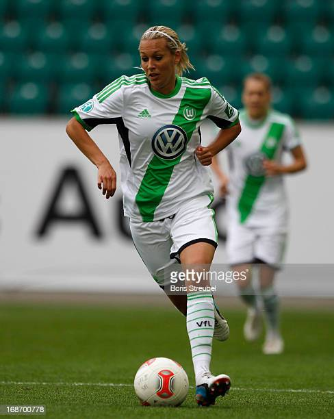 Lena Goessling of Wolfsburg runs with the ball during the Women's Bundesliga match between VfL Wolfsburg and SC Bad Neuenahr at Volkswagen Arena on...