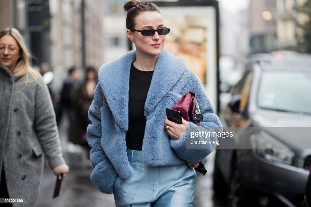 Street Style: February 22 - Milan Fashion Week Fall/Winter 2018/19 : Photo d'actualité