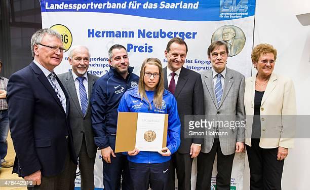 Lena Raubuch August LeugersScherzberg and Kai Klankert of 1 FC Saarbruecken pose with Franz Josef Schumann Gerd Meyer DOSB President Alfons Hoermann...