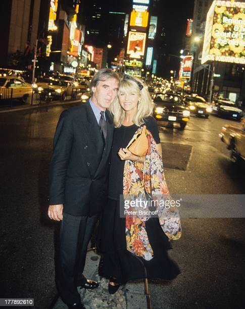 "Lena Valaitis, Ehemann Horst Jüssen, Broadway, Manhatten, USA, Nordamerika, Familien-Urlaub im H o t e l ""E s s e x H o u s e"", Abend-Kleid, Anzug,..."