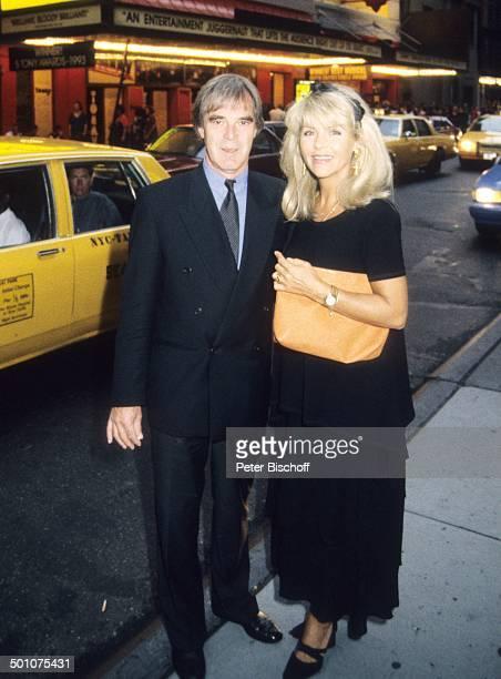 "Lena Valaitis, Ehemann Horst Jüssen , , Broadway, Manhatten, USA, Nordamerika, Familien-Urlaub im H o t e l ""E s s e x H o u s e"", Abend-Kleid,..."