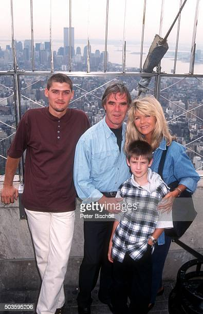 Lena Valaitis Ehemann Horst Jüssen Sohn Marco Wiedmann und Sohn DonDavid Jüssen FamilienUrlaub am auf der Aussichtsplattform vom Empire State...