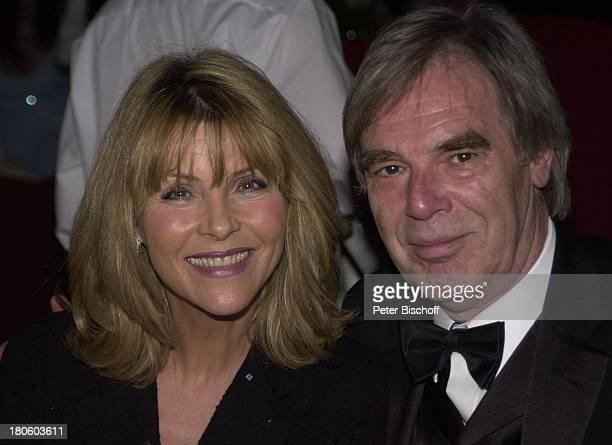 Lena Valaitis Ehemann Horst Jüssen Verleihung Deutscher Videopreis 2002 München Deutsches Theater Mann Ehefrau Fliege