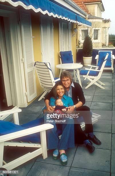 Lena Valaitis Ehemann Robert Wiedmann Sohn Marco Wiedmann Homestory Laichingen bei Ulm Baby SäuglingTerrasse Sängerin Promi Promis Prominente...