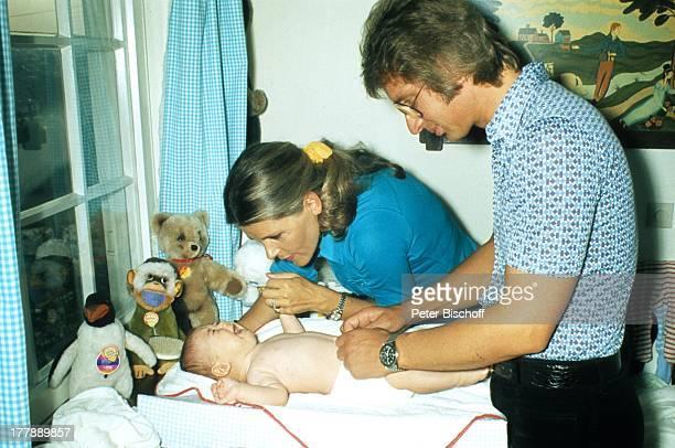Lena Valaitis ExEhemann Robert Wiederman Sohn Marco Homestory New York USA Nordamerika WickelTisch KinderZimmer Baby wickeln KuschelTier Plüschtier...