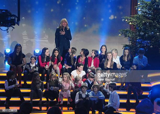 Lena Valaitis Kinderchor 'Lucky Kids' ZDFWeihnachtsshow 'Heilig Abend mit Carmen Nebel' Mnchen Bayern Deutschland Europa 'Bavaria Studios' Bhne...