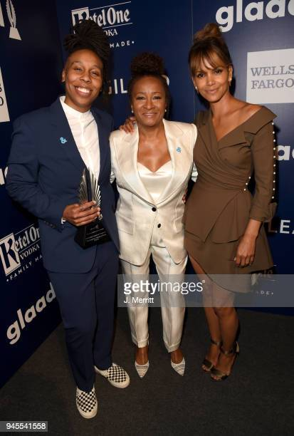 Lena Waithe winner of Outstanding Individual Epsiode for 'Master of None' host Wanda Sykes and Halle Berry pose backstage at the 29th Annual GLAAD...