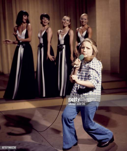 Lena Zavaroni, Scottish child singer - performing for a German TV Show