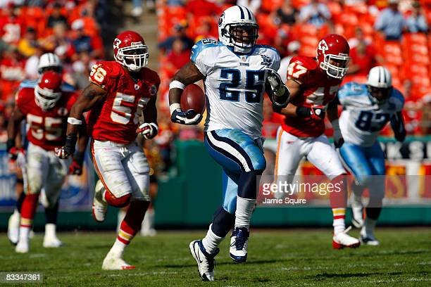 LenDale White of the Tennessee Titans break away for a touchdown during the fourth quarter of the game against the Kansas City Chiefs on October 19...