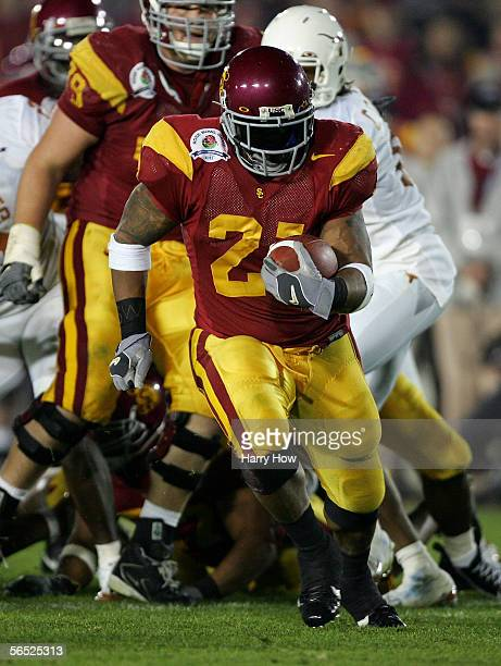 LenDale White of the USC Trojans breaks away to score a 31 yard touchdown during the third quarter of the BCS National Championship Rose Bowl Game...