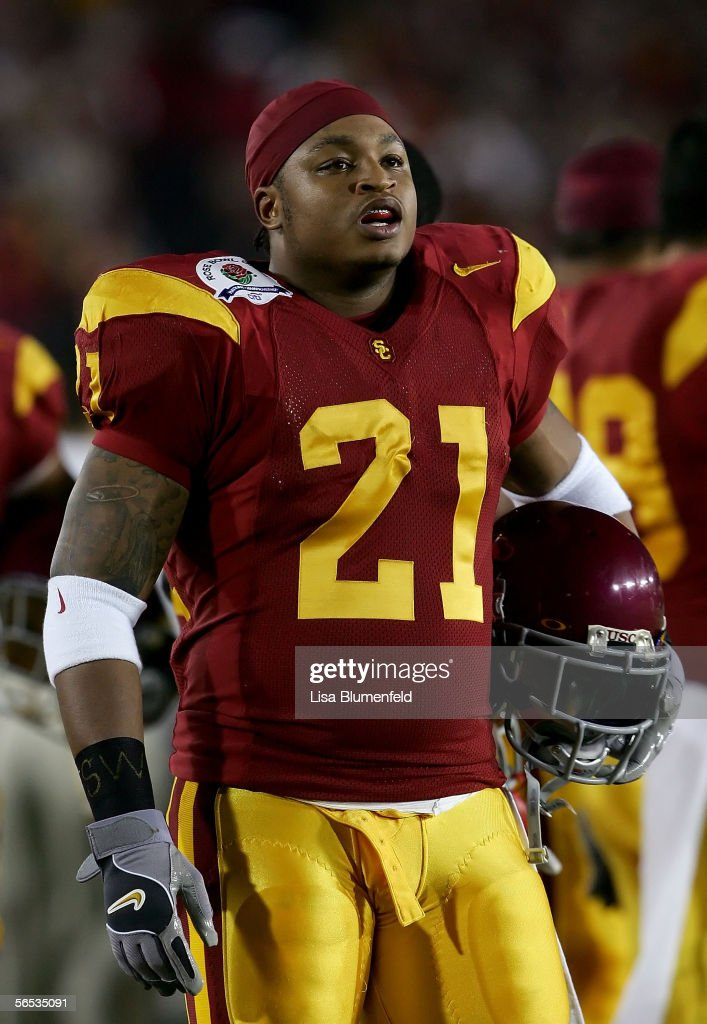 LenDale White #21 of the USC Trojans stands on the sidelines in the first quarter of the BCS National Championship Rose Bowl Game against the Texas Longhorns at the Rose Bowl on January 4, 2006 in Pasadena, California. Texas defeated USC
