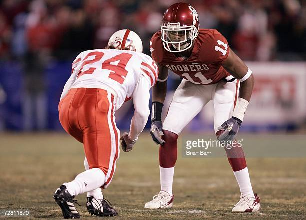 Lendy Holmes of the Oklahoma Sooners gets ready to move against Brandon Rigoni of the Nebraska Cornhuskers during the 2006 Dr Pepper Big 12...
