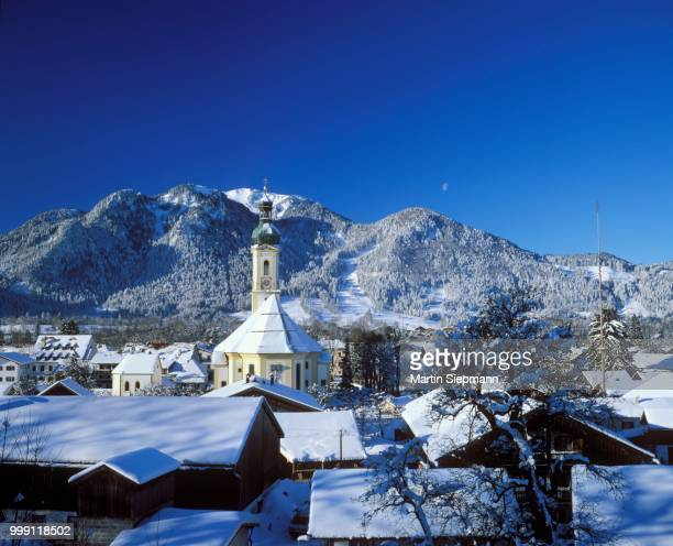lenggries with mt. brauneck, isarwinkel, upper bavaria, bavaria, germany - lenggries stock pictures, royalty-free photos & images