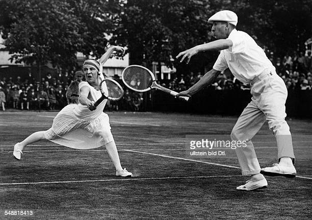 Lenglen, Suzanne - Tennis Player, F *24.05.1899-+ - in double match with Rene Lacoste in Roehampton - 1926 - Published in: 'Zeitbilder'; 8/1926...