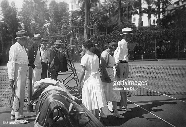 Lenglen Suzanne Tennis Player F *24051899 on the tennis court in Cannes AI Balfour Mrs Beamish Suzanne Lenglen and the king Gustaf V of Sweden 1922...