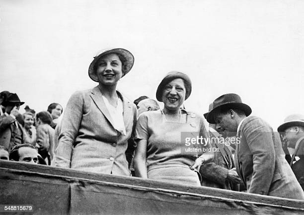 Lenglen, Suzanne - Tennis Player, F *24.05.1899-+ - Portrait with Helen Wills at the Davis - Cup in Paris - 1932 - Published in: 'B.Z.'; Vintage...