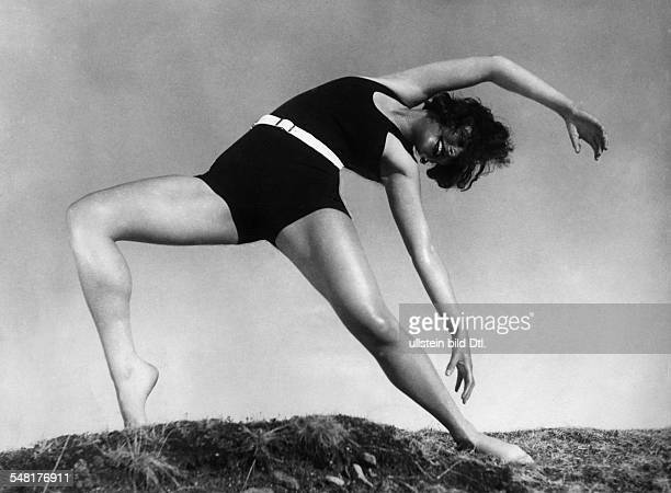 Leni Riefenstahl 19022003 film director actress dancer germany wholebody photography dancing 1933 </englis