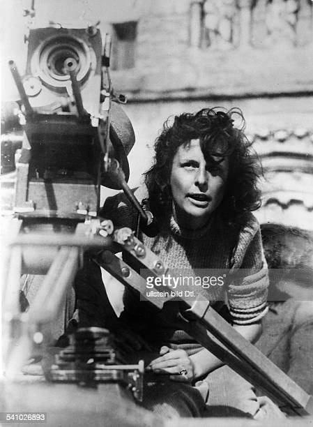 Leni Riefenstahl Leni Riefenstahl * Film director actress Germany Riefenstahl at shootings for the film 'Lowlands' 1940