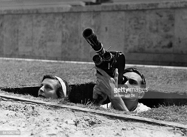 Leni Riefenstahl Leni Riefenstahl * Photographer film director Germany Leni Riefenstahl with cameraman Walter Frentz at a shooting for her film...