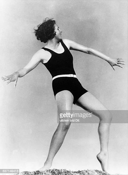 Leni Riefenstahl Leni Riefenstahl Dancer actress and film director Riefenstahl in a dancing pose June 1933