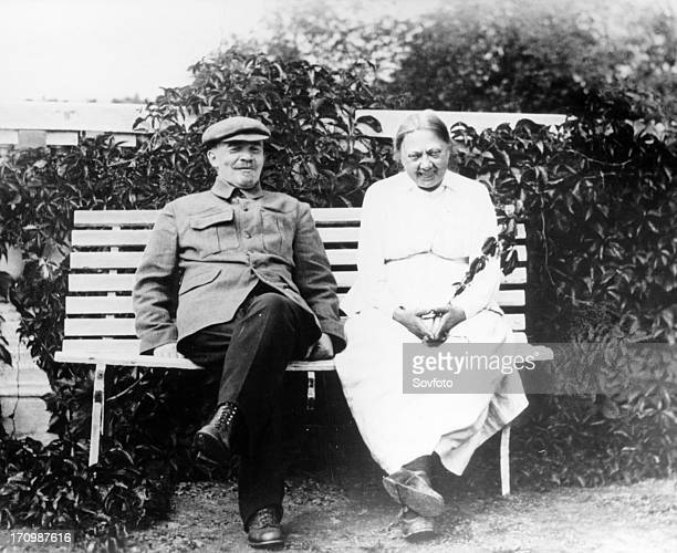 Lenin and krupskaya at gorki moscow region in august 1922