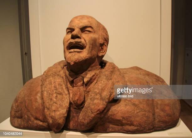 """""""W I Lenin"""" Skulptur von Sergei Timofejewitsch Konjonkow Holz Moskau W I LeninMuseum seit 1993 eine Filiale des Staatlichen Historischen Museums"""