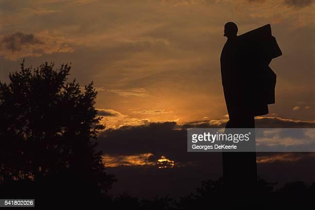 Lenin statue in the twilight. | Location: Kichinien, Moldavia.