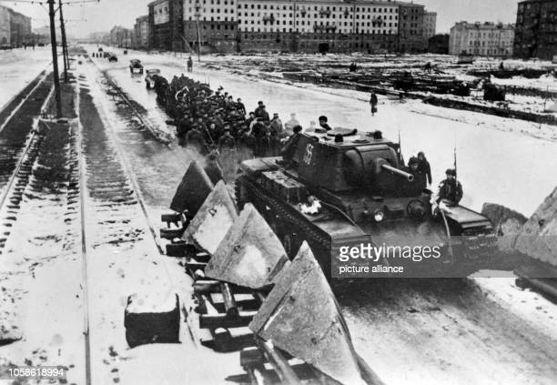 Leningrad during the blockade view of the Moscow Avenue Units of the Soviet army march towards the front photographed in 1941 The attack of the...