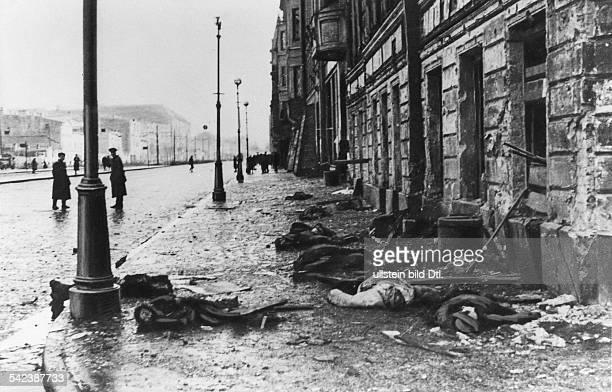 Leningrad Tote an der EckeNewskiProspekt / Ligowka nach deutschemArtilleriebeschussHerbst 1941