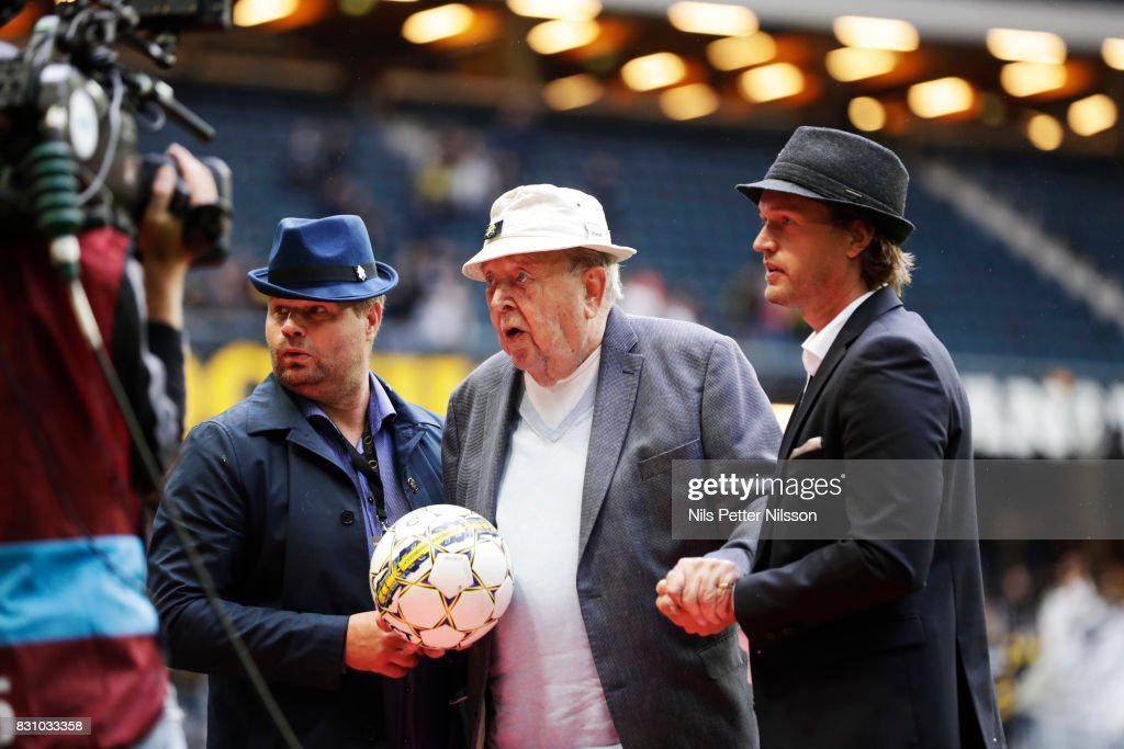 Lennnart Johansson, former president of UEFA, delivers the match ball during the Allsvenskan match between AIK and Athletic FC Eskilstura at Friends arena on August 13, 2017 in Solna, Sweden.