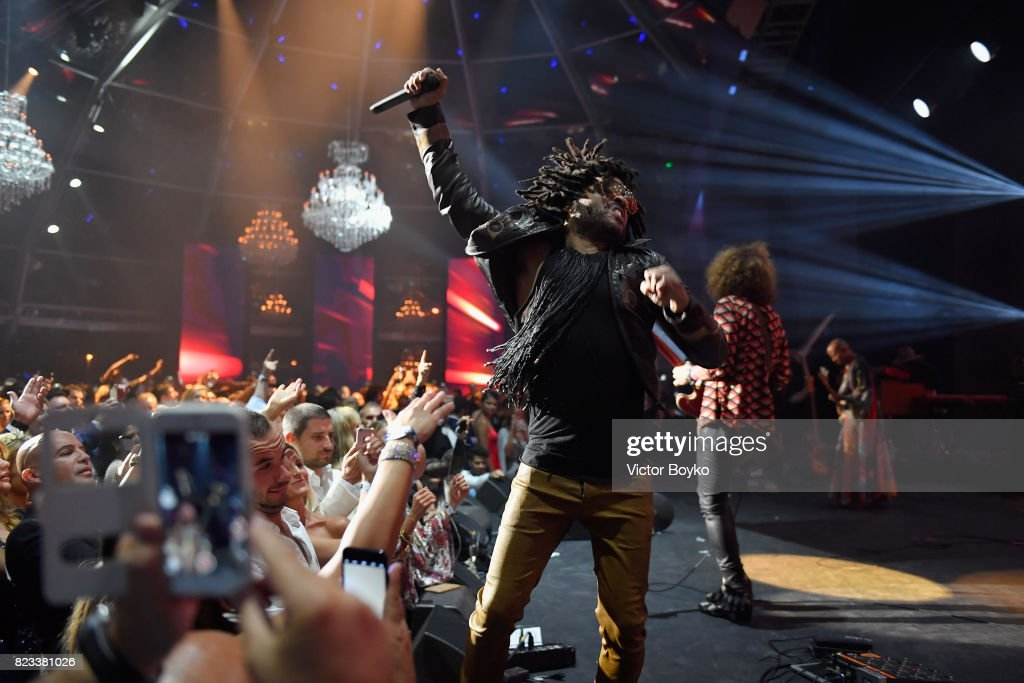 Lenny Kravitz performs on stage during the Leonardo DiCaprio Foundation 4th Annual Saint-Tropez Gala at Domaine Bertaud Belieu on July 26, 2017 in Saint-Tropez, France.