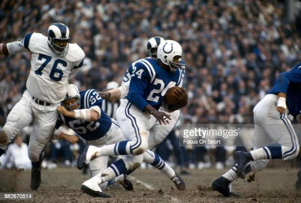 Lenny Moore of the Baltimore Colts carries the ball against the Los Angeles Rams during an NFL football game circa 1980 at Memorial Stadium in...