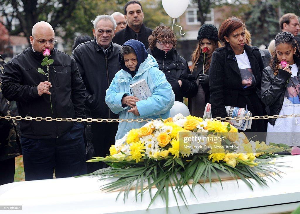 Lenny Rosado (left, kisses rose ) Joida Quinonez, her mother : News Photo