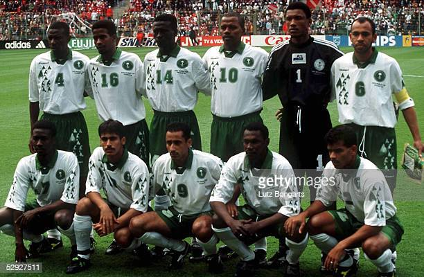 Lens 120698 Nationalmannschaft/Team SAUDI ARABIEN/KSA hintere Reihe vlks Abdullah ZUBROMAWI/Khamis AL OWAIRAN/Khalid AL MUWALID/Saeed Ali AL OWAIRAN...