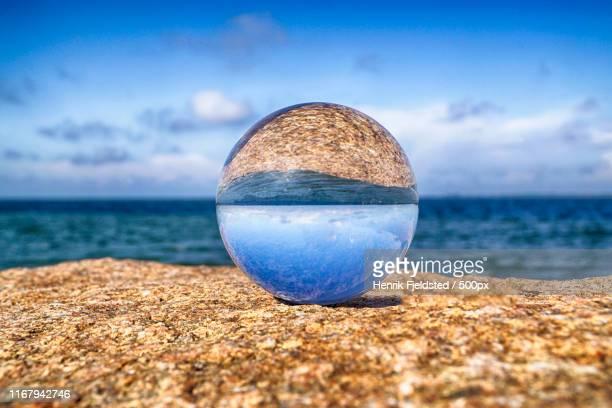 lens ball - terugtrekken stockfoto's en -beelden