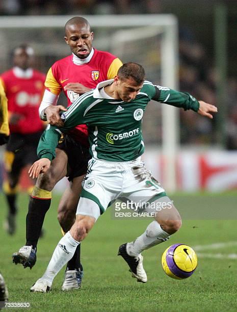 Lens' Malian midfielder Seydou Keita vies with Panathinaikos' South African defender Morris Nasief during their UEFA Cup football match 15 February...
