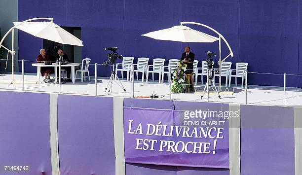 TO GO WITH STORY IN FRENCH ' LE VISAGE LISSE DES TEMOINS DE JEHOVAH REUNIS A LENS LOIN DES POLEMIQUES' A speaker addresses some 10000 French Jeovah's...