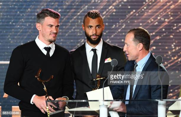 Lens' goalkeeper goalkeeper Nicolas Douchez receives the Best Ligue 2 goalkeeper award from French former player Jean Pierre Papin next to Best Ligue...