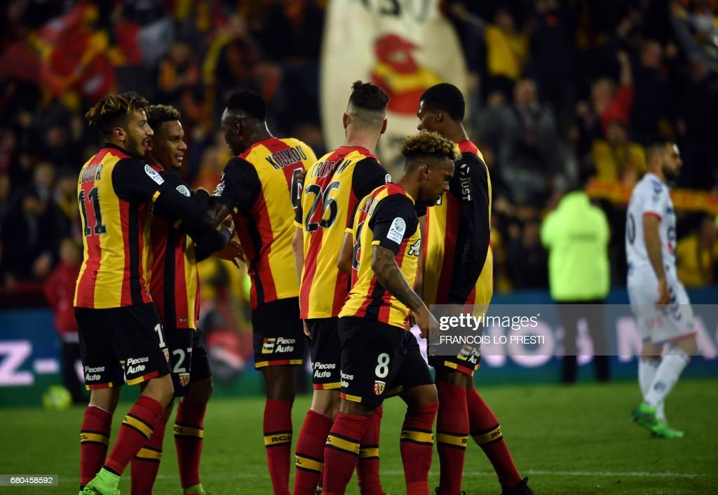 Lens' midfielder Kenny Lala (2nd L) celebrates with his teammates after scoring during the French L2 football match between Lens and Strasbourg on May 8, 2017 at the Bollaert-Delelis stadium in Lens. /