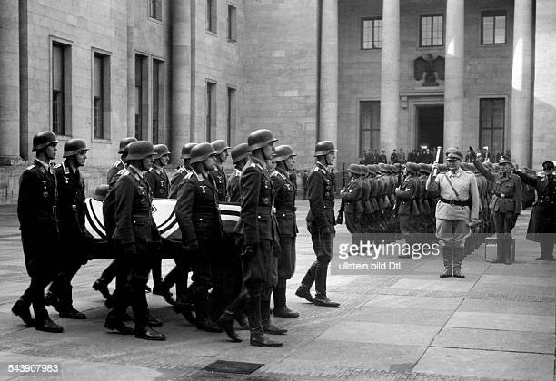 Lent Helmut Officer pilot Germany*7101944Act of state under the supervision of Hermann Goering Wehmacht soldiers are carrying the coffin of the...