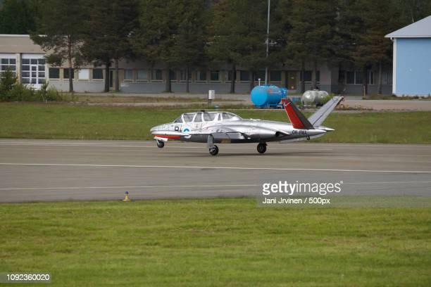 lentokoneita - taxiing stock pictures, royalty-free photos & images