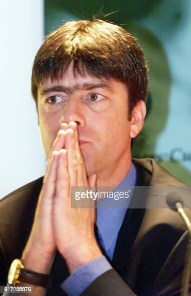 l'entraîneur de l'équipe de football de Stuttgart Joachim Loew patiente le 12 mai à Stockholm lors d'une conférence de presse à la veille de la...