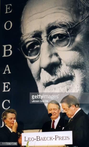 Leo Baeck Preis Verleihung an Berthold und Else Beitz Berthold Beitz mit Else und Paul Spiegel