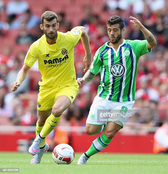 Leo Baptistao of Villareal moves away from Vieirinha during the Emirates Cup match between VfL Wolfsburg and Villareal at the Emirates Stadium on...
