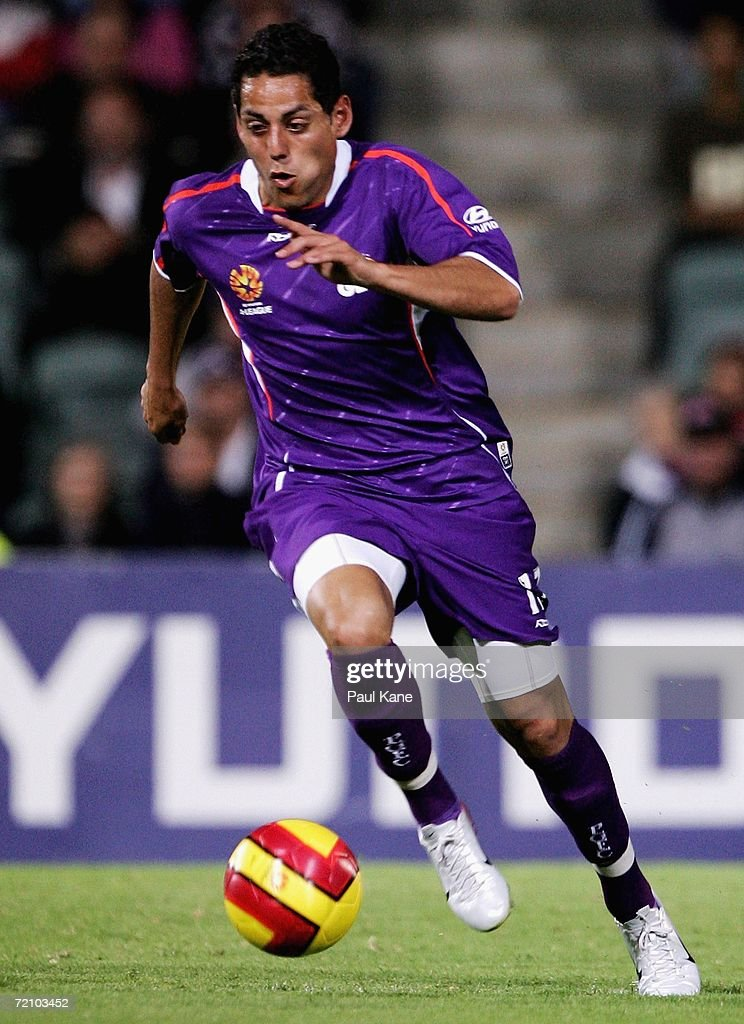 Leo Bertos of the Glory in action during the round seven Hyundai A-League match between Perth Glory and the New Zealand Knights at Members Equity Stadium on October 6, 2006 in Perth, Australia.