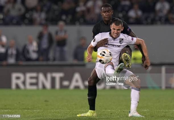 Leo Bonatini of Vitoria SC with Evan N'Dicka of Eintracht Frankfurt in action during the Group F - UEFA Europa League match between Vitoria SC and...